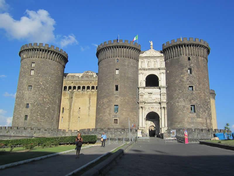Maschio Angioino: Napoli Guide
